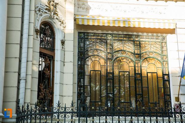 ferestre-de-la-casa-de-pe-str-domneasca-nr-70-din-galati-judetul-galati.jpg