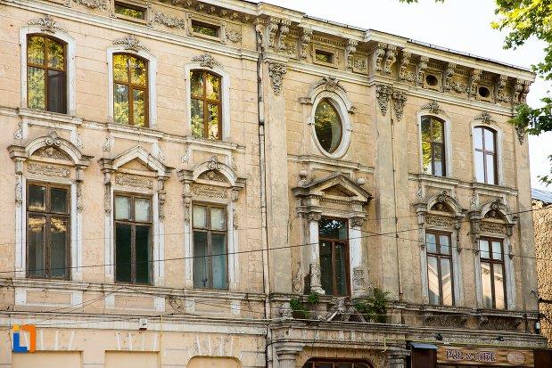 ferestre-de-la-casa-de-pe-strada-mihai-eminescu-din-braila-judetul-braila.jpg