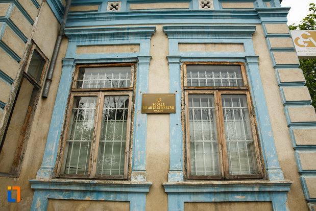 ferestre-de-la-casa-demian-diaan-focsani-judetul-vrancea.jpg