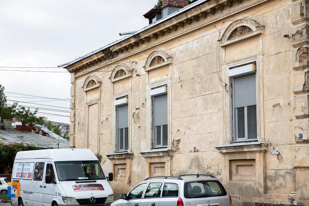 ferestre-de-la-casa-iancu-marinescu-din-giurgiu-judetul-giurgiu.jpg