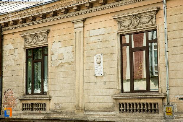 ferestre-de-la-casa-igor-p-jechiu-din-galati-judetul-galati.jpg