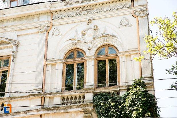 ferestre-de-la-casa-kistodulo-suliottis-din-braila-judetul-braila.jpg