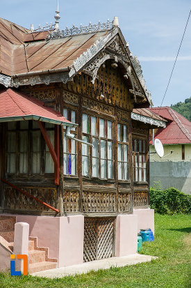 ferestre-de-la-casa-lelia-teodorescu-1890-din-breaza-judetul-prahova.jpg