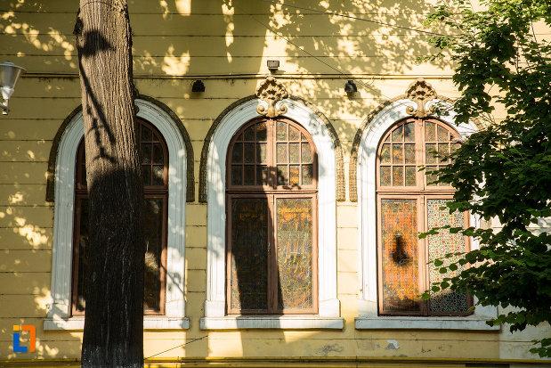 ferestre-de-la-casa-macri-fostul-consulat-portughez-din-galati-judetul-galati.jpg
