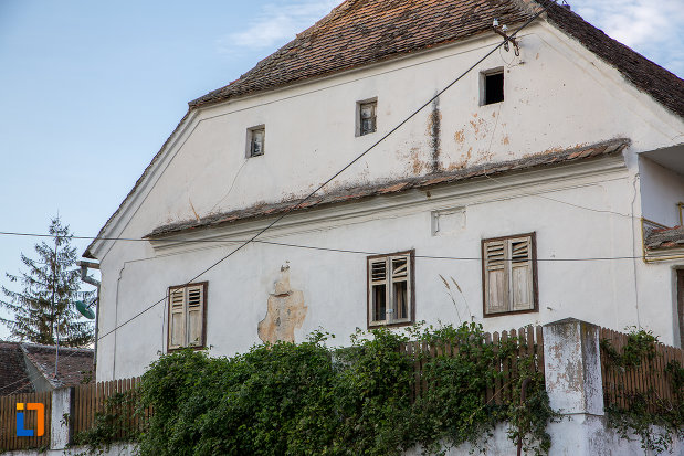 ferestre-de-la-casa-parohiala-evanghelica-1719-din-talmaciu-judetul-sibiu.jpg
