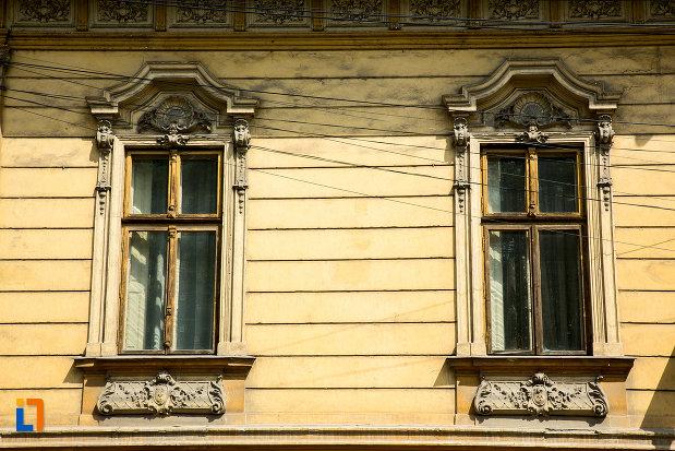 ferestre-de-la-casa-popescu-grigore-din-drobeta-turnu-severin-judetul-mehedinti.jpg