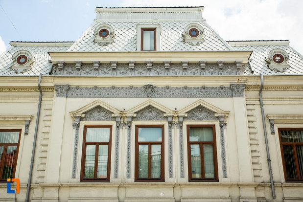 ferestre-de-la-casa-stoilov-bolintineanu-din-craiova-judetul-dolj.jpg