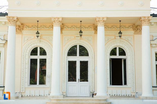 ferestre-de-la-casa-teodor-cincu-azi-muzeul-mixt-din-tecuci-judetul-galati.jpg