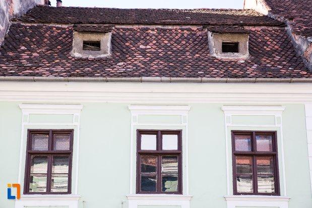 ferestre-de-la-casa-valentinus-hirscher-din-brasov-judetul-brasov.jpg