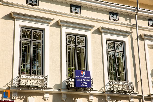 ferestre-de-la-casa-ventura-din-botosani-judetul-botosani.jpg