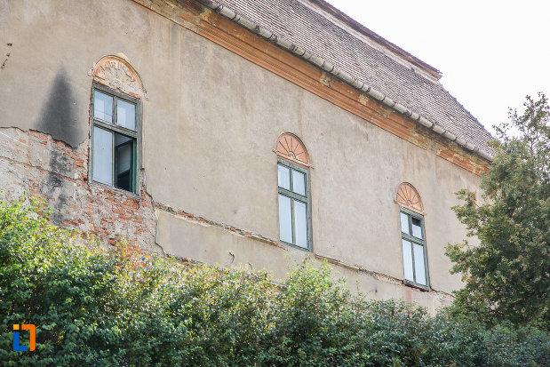 ferestre-de-la-castelul-apaffy-colectia-muzeala-a-armenilor-transilvaneni-din-dumbraveni-judetul-sibiu.jpg