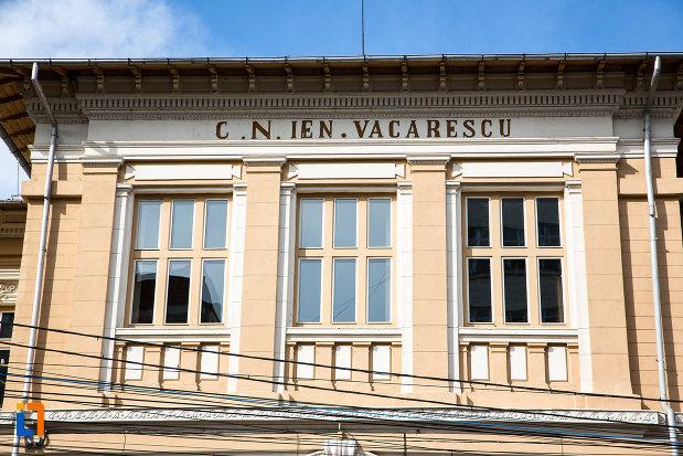 ferestre-de-la-colegiul-national-ienachita-vacarescu-din-targoviste-judetul-dambovita.jpg