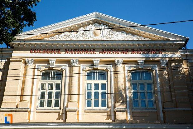 ferestre-de-la-colegiul-national-nicolae-balcescu-din-braila-judetul-braila.jpg