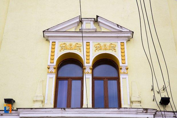 ferestre-de-la-colegiul-tehnic-din-aiud-judetul-alba.jpg