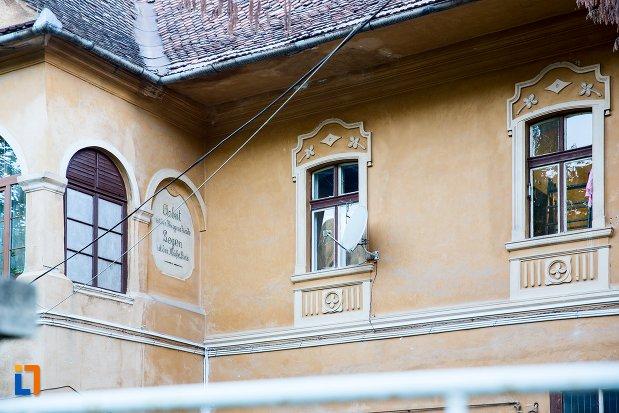 ferestre-de-la-conacul-familiei-brancoveanu-prinzhaus-din-brasov-judetul-brasov.jpg