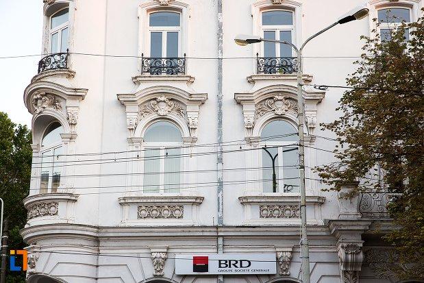 ferestre-de-la-hotel-danubiu-azi-brd-din-braila-judetul-braila.jpg