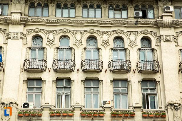 ferestre-de-la-hotel-palace-din-craiova-judetul-dolj.jpg