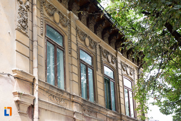 ferestre-de-la-hotel-ulterior-restaurant-meteor-din-giurgiu-judetul-giurgiu.jpg