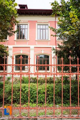 ferestre-de-la-liceul-ion-majorescu-din-giurgiu-judetul-giurgiu.jpg