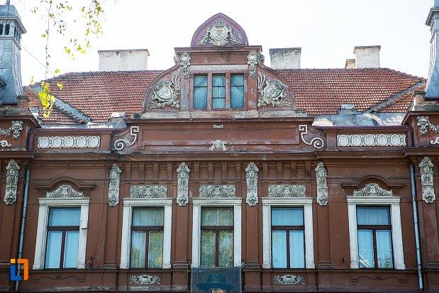 ferestre-de-la-muzeul-de-arta-si-muzeul-de-etnografie-din-brasov-judetul-brasov.jpg