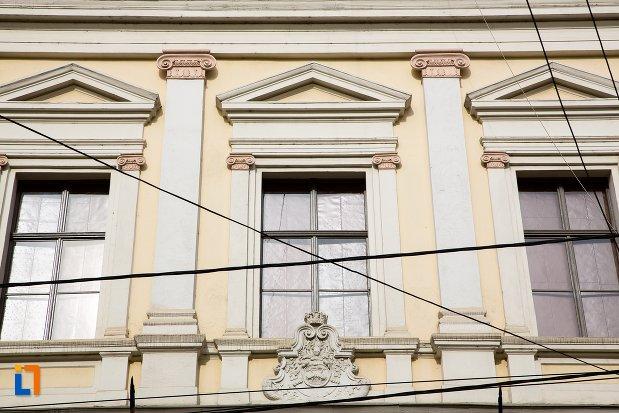 ferestre-de-la-muzeul-de-istorie-din-aiud-judetul-alba.jpg