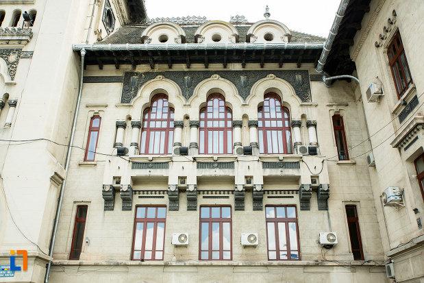 ferestre-de-la-palatul-administrativ-prefectura-consiliul-judetean-din-craiova-judetul-dolj.jpg