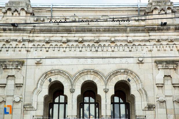 ferestre-de-la-palatul-de-justitie-azi-rectoratul-universitatii-dunarea-de-jos-din-galati-judetul-galati.jpg