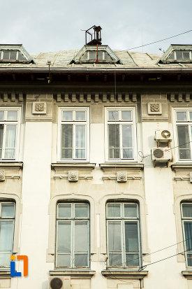 ferestre-de-la-palatul-navigatiei-din-galati-judetul-galati.jpg