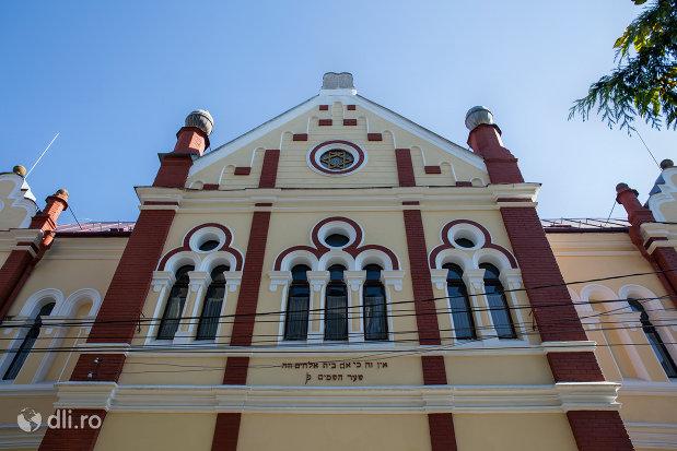 ferestre-de-la-sinagoga-din-sighetu-marmatiei-judetul-maramures.jpg