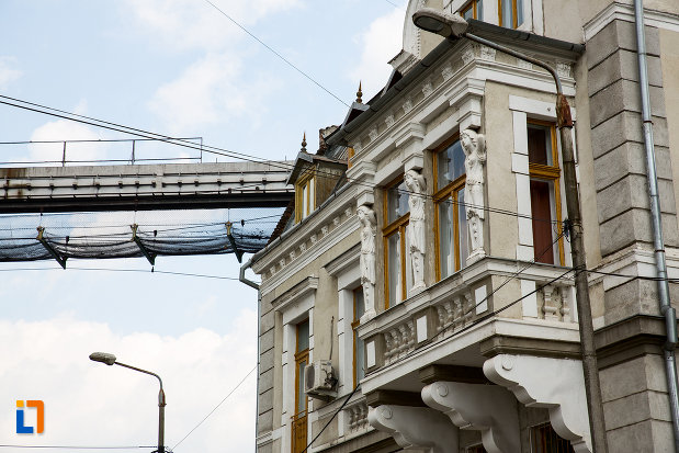 ferestre-de-la-vila-koch-azi-casa-corpului-didactic-din-resita-judetul-caras-severin.jpg