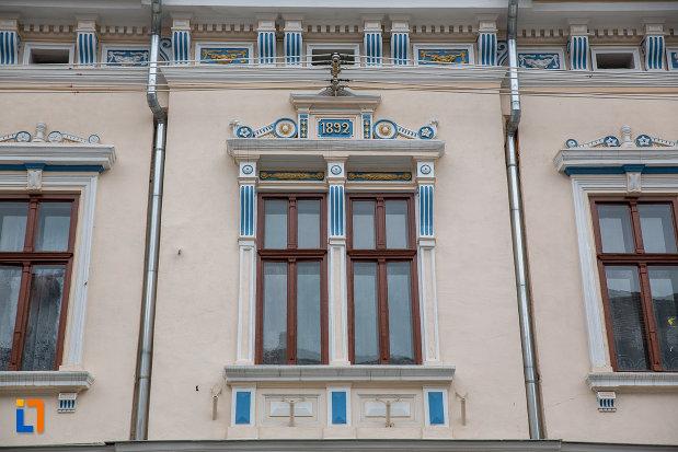 ferestre-decorate-de-la-arhiepiscopia-ortodoxa-romana-din-sibiu-judetul-sibiu.jpg