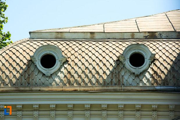 ferestre-rotunde-de-la-casa-de-pe-str-mihai-bravu-nr-42-din-galati-judetul-galati.jpg