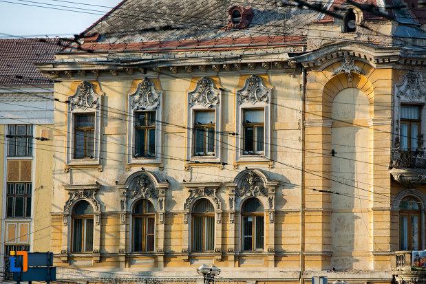 ferestre-si-detalii-fatada-palatul-elian-din-cluj-napoca-judetul-cluj.jpg