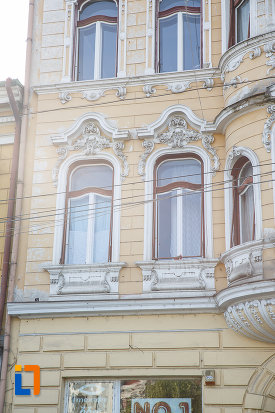 ferestrele-de-la-casa-banyai-din-targu-mures-judetul-mures.jpg