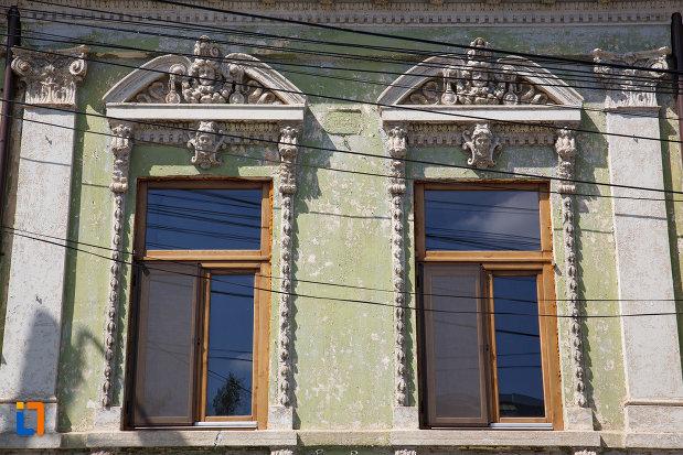 ferestrele-de-la-casa-motomancea-1875-din-tulcea-judetul-tulcea.jpg