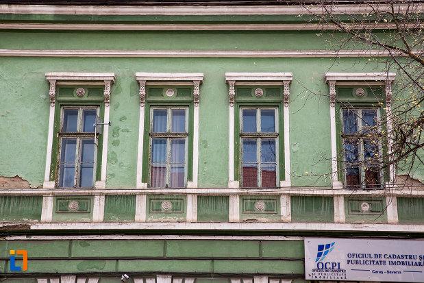 ferestrele-de-la-cazinoul-german-azi-institutie-de-stat-1862-din-resita-judetul-caras-severin.jpg