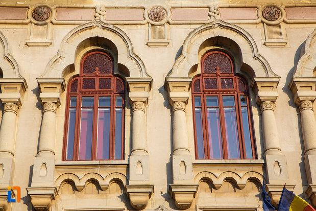 ferestrele-de-la-colegiul-dobrogean-spiru-haret-din-tulcea-judetul-tulcea.jpg