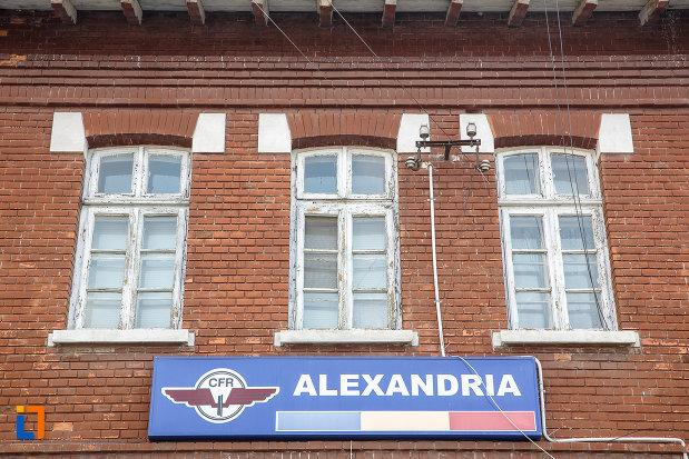 ferestrele-de-la-gara-din-alexandria-judetul-teleorman.jpg