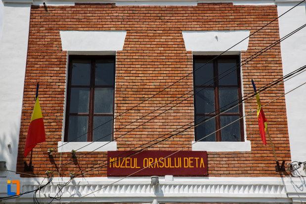 ferestrele-de-la-muzeul-orasului-deta-judetul-timis.jpg