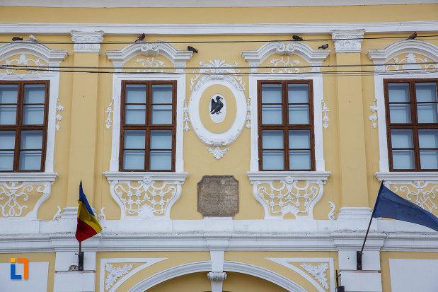 ferestrele-de-la-palatul-toldalagi-1759-muzeu-de-etnografie-si-arta-populara-din-targu-mures-judetul-mures.jpg