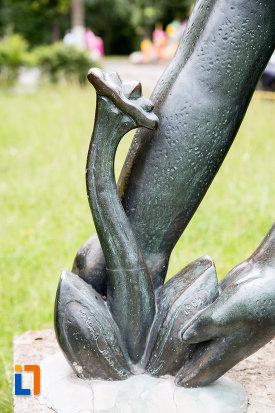 floarea-de-la-statuia-fata-cu-floare-din-eforie-nord-judetul-constanta.jpg