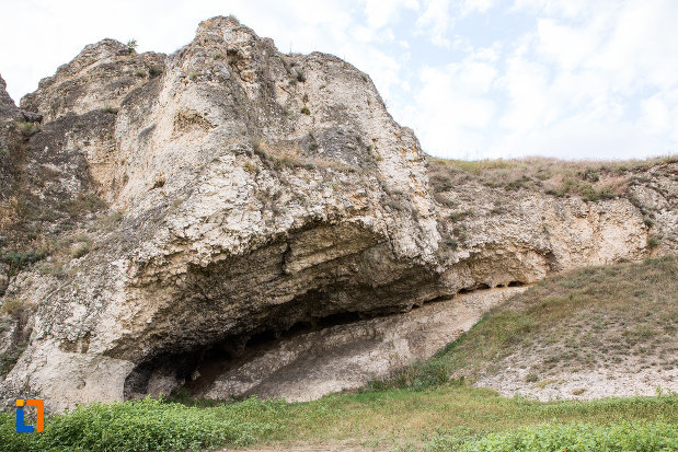 formatiune-stancoasa-de-la-situl-arheologic-cetatea-carsium-din-harsova-judetul-constanta.jpg