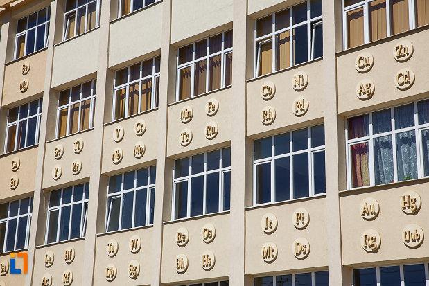 fostul-gimnaziu-romanesc-de-fete-despina-doamna-azi-liceul-tehnologic-nicolaus-olahus-din-orastie-judetul-hunedoara-imagine-cu-fatada-principala.jpg