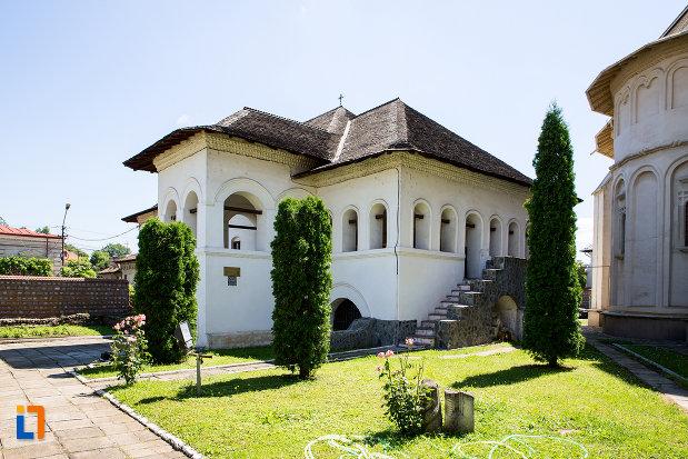 foto-cu-manastirea-stelea-din-targoviste-judetul-dambovita.jpg