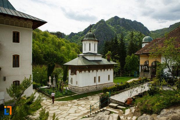 fotografie-cu-ansamblul-manastirea-turnu-din-pausa-judetul-valcea.jpg