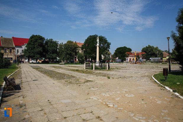 fotografie-cu-ansamblul-urban-piata-cetatii-din-ciacova-judetul-timis.jpg
