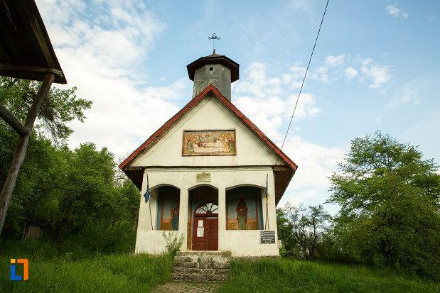 fotografie-cu-biserica-adormirea-maicii-domnului-din-lupoita-judetul-gorj.jpg
