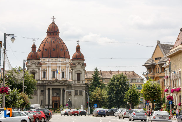 fotografie-cu-biserica-buna-vestire-catedrala-mica-din-targu-mures-judetul-mures.jpg