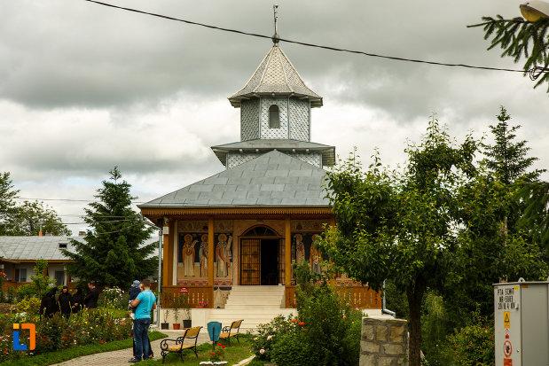 fotografie-cu-biserica-de-la-manastirea-brazi-din-panciu-judetul-vrancea.jpg