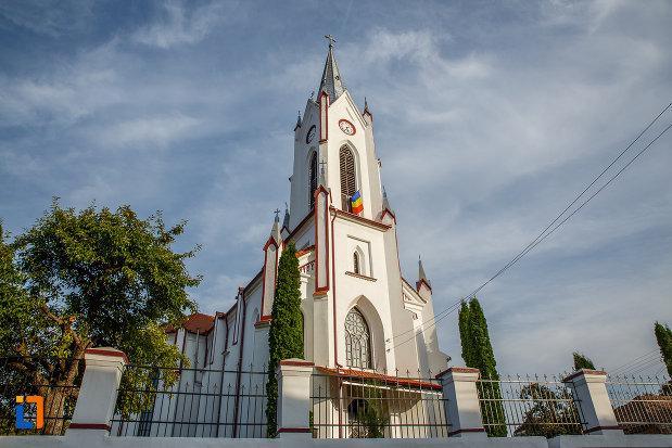 fotografie-cu-biserica-din-brata-sf-ioan-botezatorul-din-saliste-judetul-sibiu.jpg